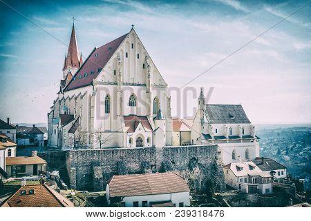 St. Nicholas' Deanery Church, Znojmo, Analog Filter