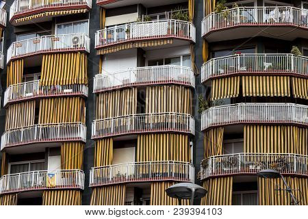 Barcelona, Spain. March 22, 2015: Building With Balconies And Terraces In The Historic Center Of Bar