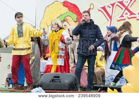 Tiraspol, Moldova - February 18, 2018: The Man Is Singing At The Maslenitsa Festival. In The Folk Ca