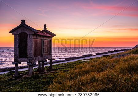 Baiona, Espanha - May 03, 2018 : At The Foot Of The Sea This Beautiful Granary Is Illuminated By The