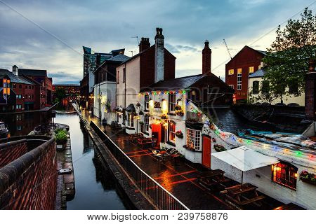 Birmingham, Uk. Embankments During The Rain In The Evening At Famous Birmingham Canal In Uk. Cloudy