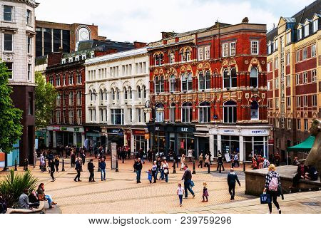 Birmingham, Uk - May 19, 2017: Busy Street In The City Center Of Birmingham, Uk. Crowded Streets Wit