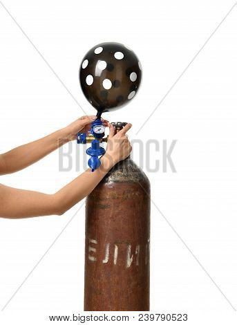 Hands Inflate Black Dotted Balloon Use Helium Tank With Economy Regulator Fill Valve For Latex Ballo