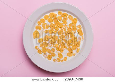 Yellow Flakes. Sunflower With Flakes And Milk. Sweet Breakfast. Quick Breakfast. Flakes With Milk. F