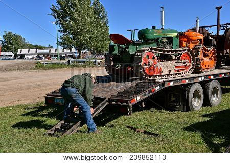 Dalton, Minnesota, Sept 8, 2017: A Restored Oliver Cletrac Hg (tractor On Tracks) Is Being Prepared