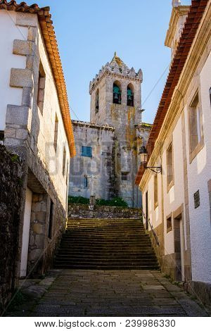 Baiona, Espanha - May 03, 2018 : Narrow, Deserted Street With Church In Background, Pontevedra, Espa