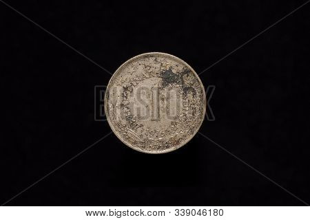 Socialist Federal Republic Of Yugoslavia Old Stained 1 Dinar Coin From 1976, Reverse. Isolated On Bl