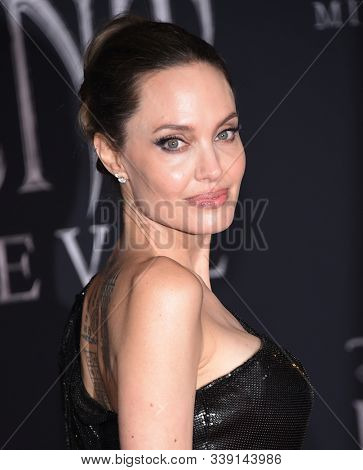 LOS ANGELES - SEP 30:  Angelina Jolie arrives for 'Maleficent: Mistress of Evil' World Premiere on September 30, 2019 in Hollywood, CA