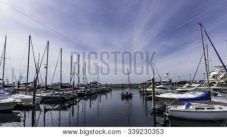Pensacola, Florida/usa-oct 17, 2019: A Small Boat Leaving Palafox Pier And Yacht Harbor Marina In Hi