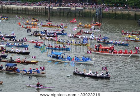 The Diamond Jubilee Pageant To Mark The Queens Diamond Jubilee 3Rd June.the Diamond Jubilee Pageant
