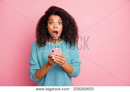 Close-up Portrait Of Her She Nice Attractive Lovely Stunned Cheerful Overwhelmed Wavy-haired Girl Us