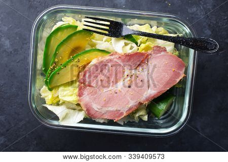 Keto Bowl. Lots Of Lettuce, Green Vegetables, Avocados, Olive Oil And Juicy Baked Meat. For A Ketoge