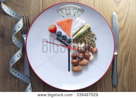Plate With Weighing Scales Including Keto Foods With 70% Fat, 20%  Protein And 10 % Carbs And Clock