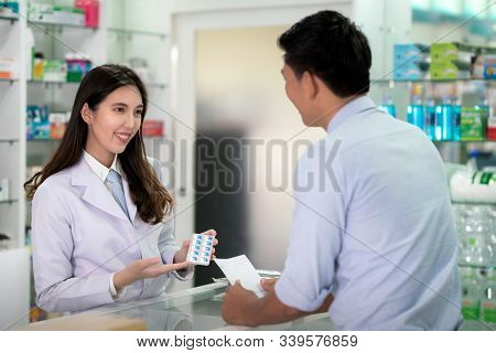 Asian Specialist Girl Explain About How To Use A Drug Capsule In Her Drugstore, This Image Can Use F