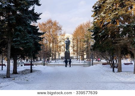 Perm, Russia - December 14, 2019: Monument To Vladimir Lenin In The Square Near The Opera And Ballet
