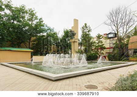 Yevpatoria, Crimea, Russia-september 7, 2019: Monument To Russian Writer Maxim Gorky And Fountain In