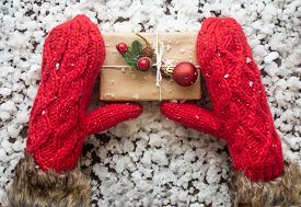 Winter Gloves With Gift Box. Holiday Christmas Background. New Year And Still Life. Christmas Orname
