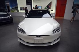 Tesla White Model S 100d All Electric Car On Display At A Tesla Car Dealership, Chicago, Il Septembe