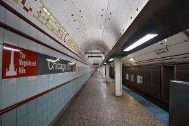 Chicago, Il October 8, 2019, Cta Chicago Transit Authority Chicago Red Line El Subway Station Lookin