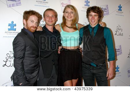 LOS ANGELES - APR 2:  Seth Green, Lou Taylor Pucci, Mackenzie Munro, Tyler Stentiford arrive at