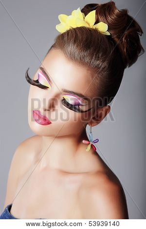 Phantasy. Spectacular Fashionable Woman With Dramatic Stage Makeup. Glam