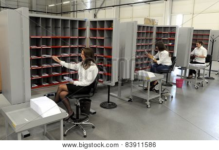 Mail terminal sorting