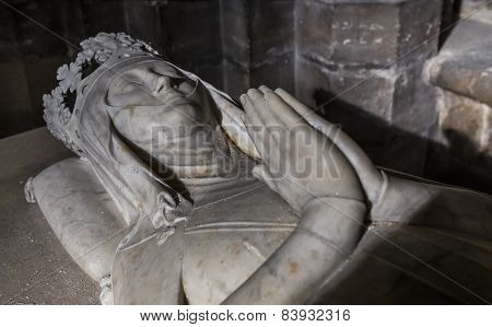 statue of queen Clemence de Hongrie in  basilica of saint-denis