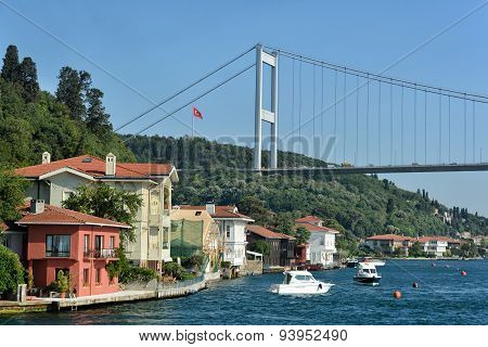 Fatih Sultan Mehmet Bridge and the coastline of Kanlica, Istanbul, Turkey