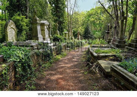 Highgate, London, Uk - March 12, 2016: Graves In The East Cemetery Of Highgate Cemetery