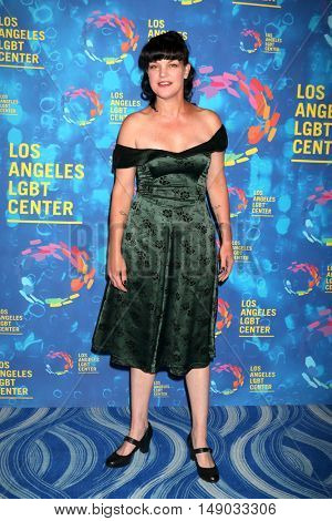 LOS ANGELES - SEP 24:  Pauley Perrette at the Los Angeles LGBT Center 47th Anniversary Gala Vanguard Awards at the Pacific Design Center on September 24, 2016 in West Hollywood, CA