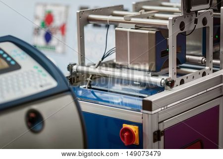 Continuous Inkjet Printer, color image, horizontal image