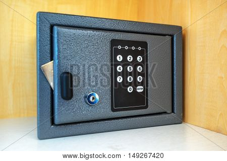 Hotel room safety deposit box with electronic PIN lock code