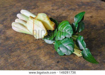 fresh galangal, Bergamot leaves and lemon grass