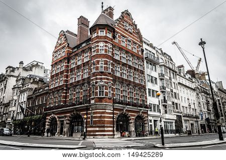 LONDON UK - AUGUST 24 2015: Elegant apartment house in London's wealthy neighborhood: Pall Mall and St. James street on a cloudy day