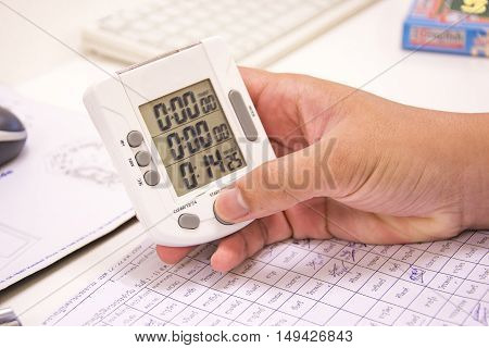 digital clock in right hand coundown time