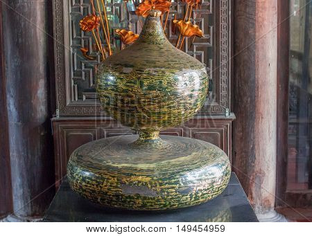 calabash molding clay. vintage calabash pot, old