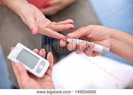 Pregnant Women Control Blood Sugar