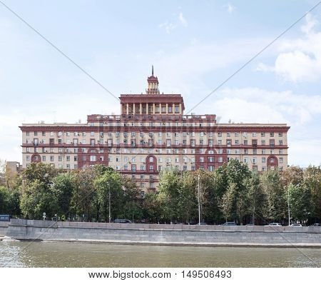 The building on the banks of the Moskva-River