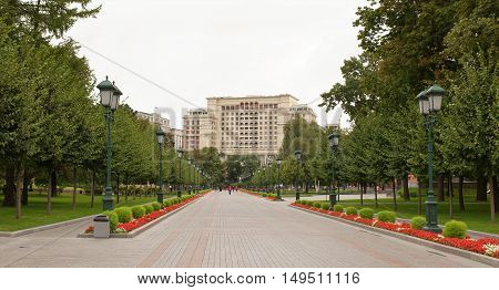 Moscow Russia -September 082016: Citizens are walking in the Alexander Garden