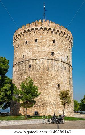 The White Tower (Lefkos Pyrgos) on the waterfront in Thessaloniki. Macedonia Greece