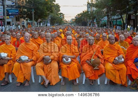 Chiang Mai, Thailand - Dec 26 2015: Many Thai Monks Meditating During The Traditional Buddhist Alms