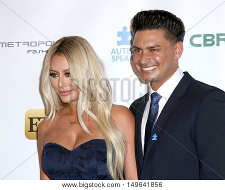 LOS ANGELES - SEP 29:  Aubrey O'Day, Pauly D, Paul DelVecchio, DJ Pauly D at the Autism Speaks' La Vie En BLUE Fashion Gala at the Warner Brothers Studio on September 29, 2016 in Burbank, CA