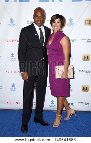 LOS ANGELES - SEP 29:  Kevin Frazier, wife at the Autism Speaks' La Vie En BLUE Fashion Gala at the Warner Brothers Studio on September 29, 2016 in Burbank, CA