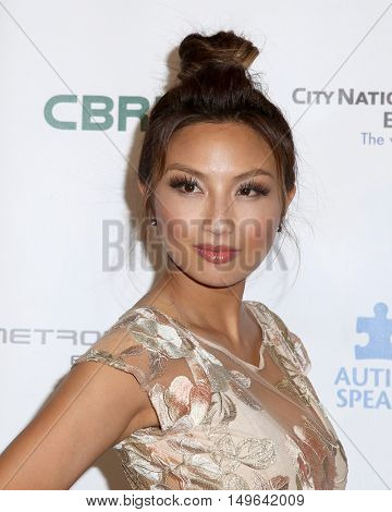 LOS ANGELES - SEP 29:  Jeannie Mai at the Autism Speaks' La Vie En BLUE Fashion Gala at the Warner Brothers Studio on September 29, 2016 in Burbank, CA