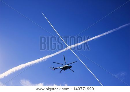 Reticle planes in the sky below flying the helicopter