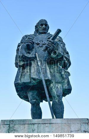 SANTO DOMINGO, DOMINICAN REPUBLIC - JANUARY 29, 2016: Bronze statue of Nicolas de Ovando, the early governor of the new city of Santo Domingo.