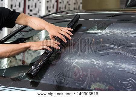 Car window tinting series : Installing car window tint