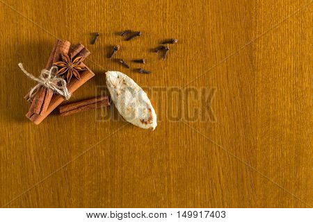 Сinnamon sticks spices cloves on wooden tabel background