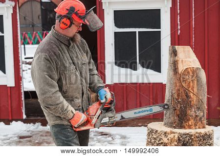 Finnish Master Sculptor With A Chainsaw