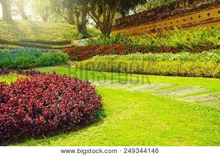 Patterns Of Concrete Walkway Step On The Green Grass In The Park, Pathway In Garden, Green Lawns Wit